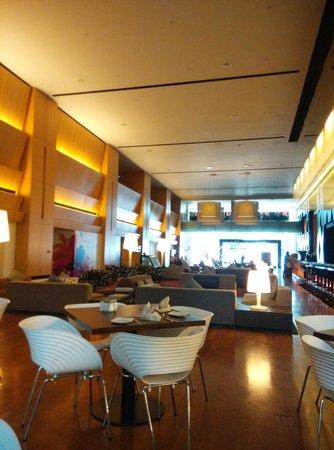 جي هوتل جورني: The lobby