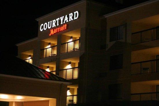 Courtyard by Marriott Philadelphia Plymouth Meeting: Night Shot