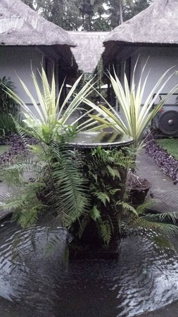 فيلا بوري دارما أجونج: Fountain in the entrance