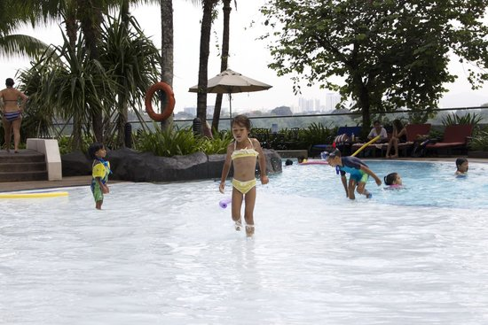 ميريديان كوالالمبور: pool side