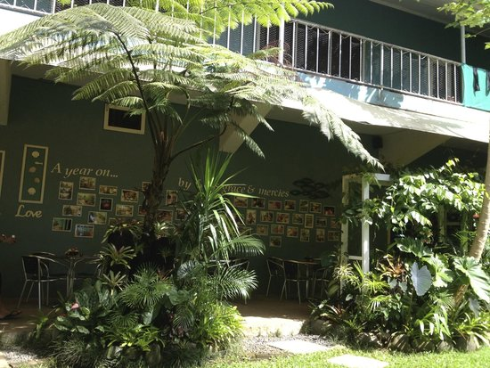 Pacific Jewell's Garden Cafe: Outside