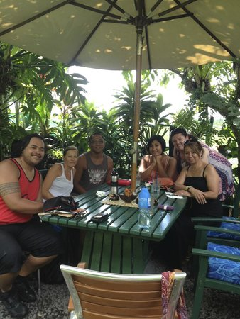 Pacific Jewell's Garden Cafe: Great place to meet up with friends.