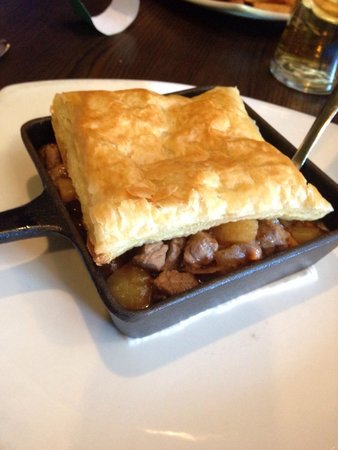 Olde Dublin Pub: Beef and Guinness Pot Pie.... Delicious