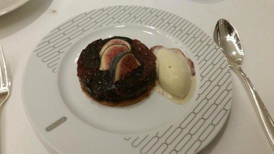 Rivea London: Thin chocolate and raspberry palet