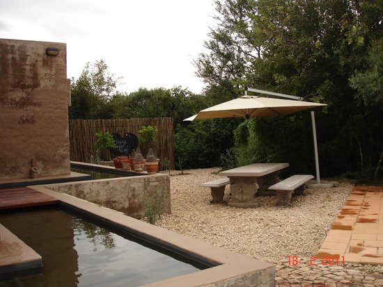 Innibos Guesthouse: Outside area