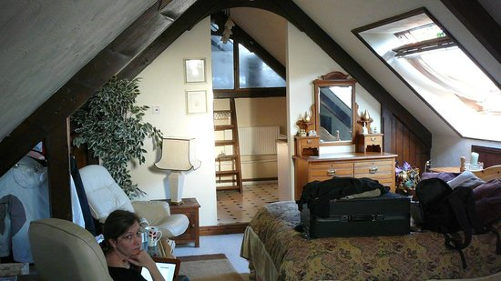 Roscroggan Chapel Guest House: Under the roof, 2 kingsize beds, and 3 for children
