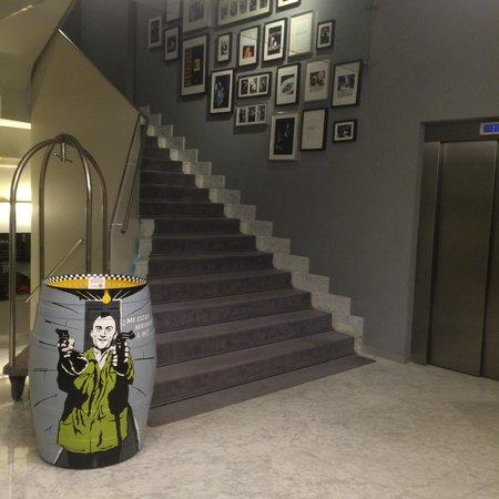إستوريا7: フロント横のエレベーターホール