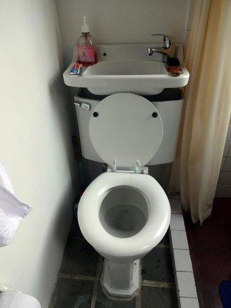 Casa Rustica Bogota: toilet in Casa Rustica upper room