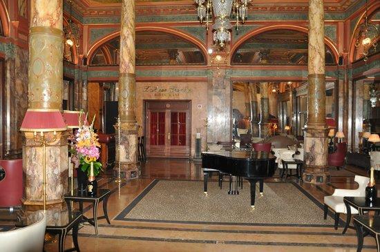 Hotel Metropole : Зал с роялем