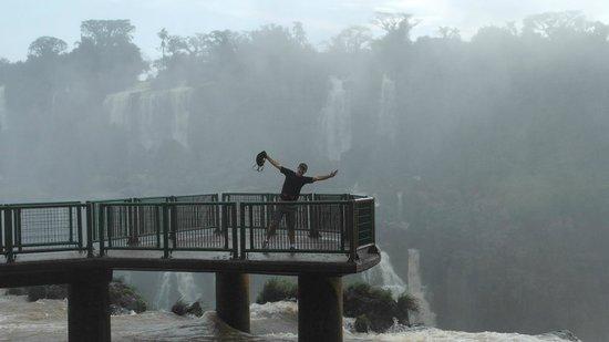 Iguazu Falls: Mesmo nublado é impressionante