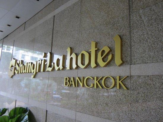 فندق شانغريلا، بانكوك: Hotel entrance