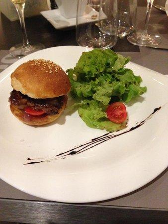 Le Vintage: Burger di Foie gras spadellato con cipolla caramellata.