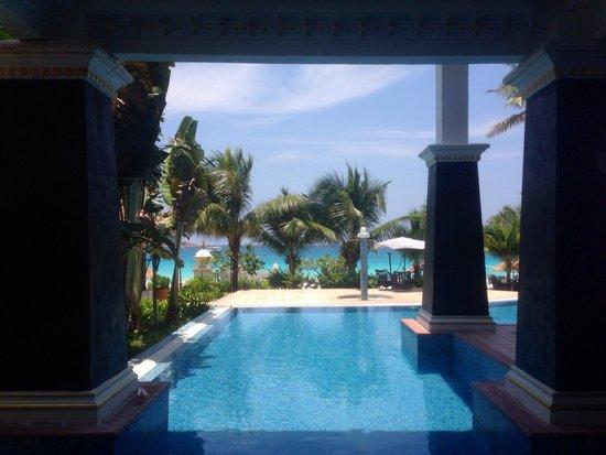 ساري باسفيكا ريزورت آند سبا ردانج أيلاند: The pool from reception.