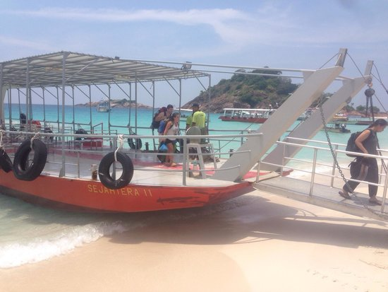 Sari Pacifica Hotel, Resort & Spa - Redang Island: Arriving by ferry.