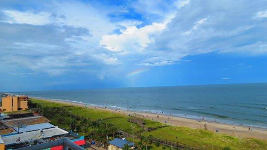 Courtyard by Marriott Carolina Beach: Rainbow looking north from balcony