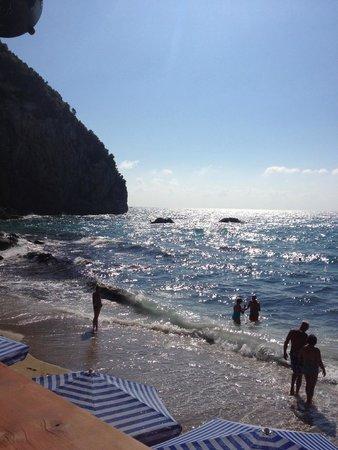 Mayor La Grotta Verde Grand Resort: Private beach and bar