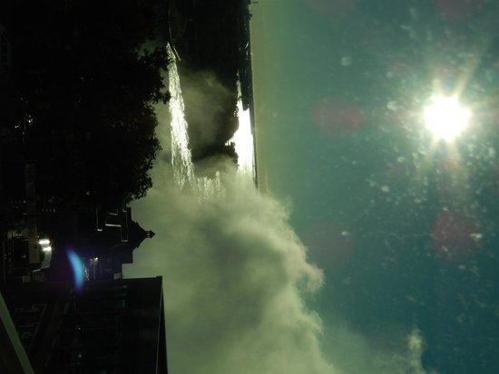 فندق وأجنحة امباسي من هيلتون شلالات نياغارا/إطلالة على الشلالات: Sunrise - view from room
