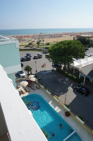Hotel Montecarlo: View to the beach