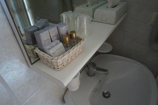 Hotel Montecarlo: bathroom