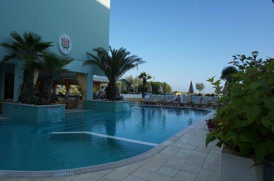 هوتل مونتي كارلو: Hotelpool