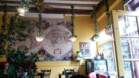 Aslan's Den: Inside ����