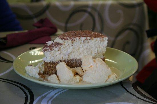 Earls Café: Verrry good cheesecake.