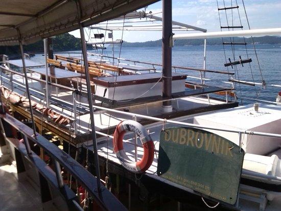 Captravelin - Traveler's Best Friend: ship dubrovnik