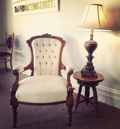 كابتنز ريتريت بي إن بي: Lovely furniture in every corner