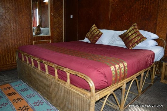 Porcupine Castle Resort: Bed in tree house made of cane