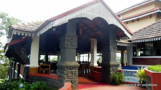 Porcupine Castle Resort: Entrance to lobby and restaurant