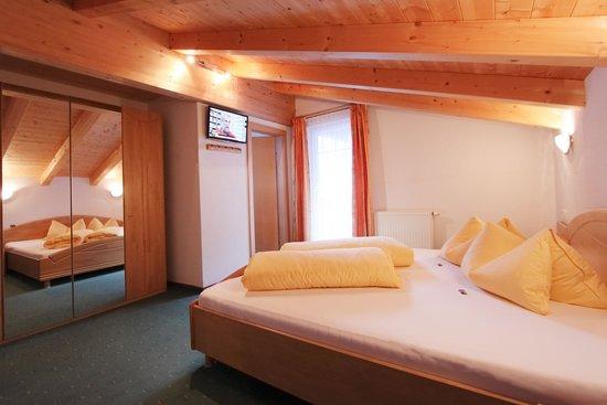 جي بي جونديلبليك: Zimmer im Appartement mit Dusche WC Balkon Gondelblick