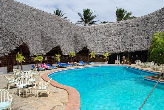 Blue Bay Village: piscina