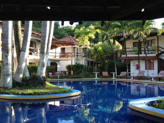 Hotel Fuego del Sol: Piscina e quartos