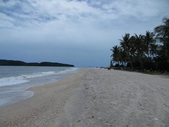 ميريتوس بيلانجي بيتش ريزورت آند سبا، لانجكاوي: View of beach