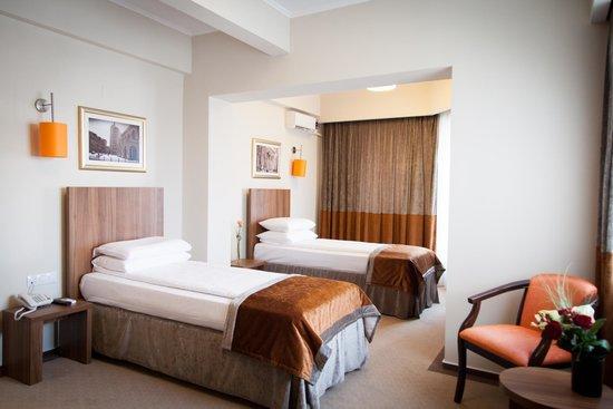 Hotel Ambasador: Twin room
