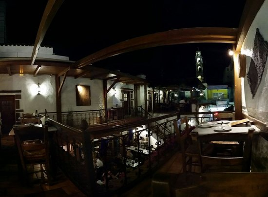 Koukos: Nice place for evening dinner