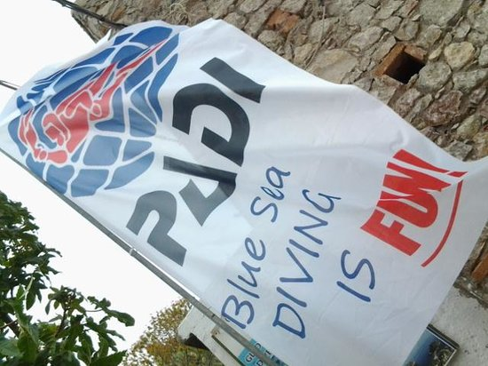 Blue Sea Diving Center: flag