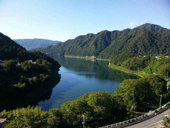 Sarugakyo Hotel: ホテルの部屋から見える赤谷湖