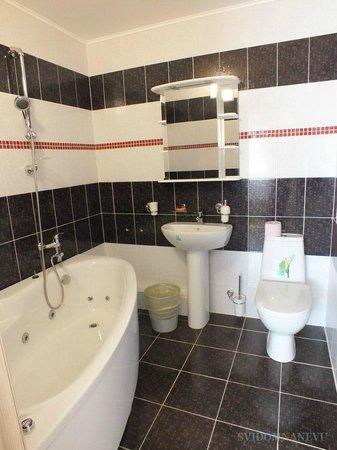 Shampan: Ванная комната с джакузи