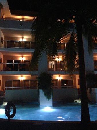 Paradisus Playa Del Carmen La Esmeralda: The hotel at night