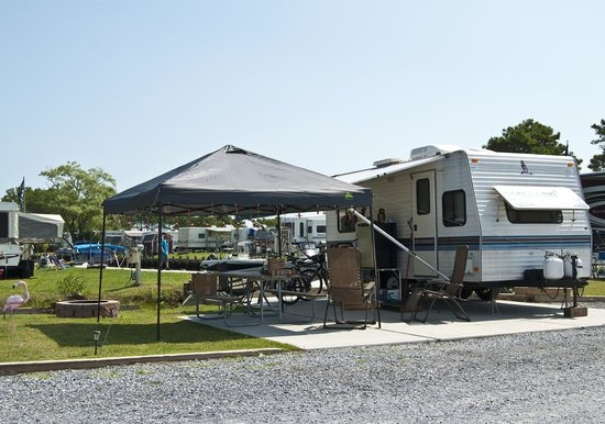 ‪‪Frontier Town RV Resort & Campground‬: Canalfront Site at Frontier Town‬