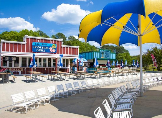 ‪‪Frontier Town RV Resort & Campground‬: Lazy River Poolside Bar & Grill at Frontier Town‬