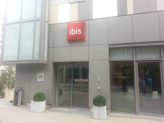 Ibis Esch Belval : Ibis Ech Belval Luxemburg otel girişi