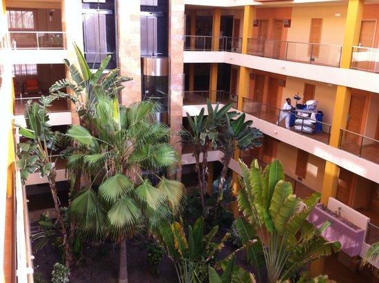 Elba Carlota Beach and Convention Resort: Коридор отеля