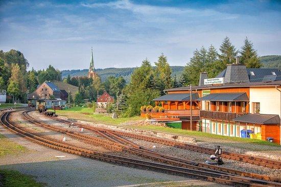 Pension und Gaststaette An der Erzgebirgsbahn: Blick zur Hammerer Kirche