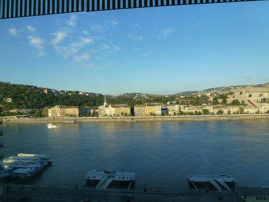 فندق بودابست ماريوت: view from 7th floor across the Danube