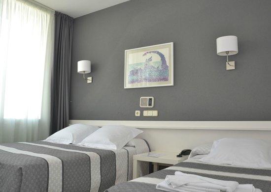 Bed4U elVilla Castejon : Habitación
