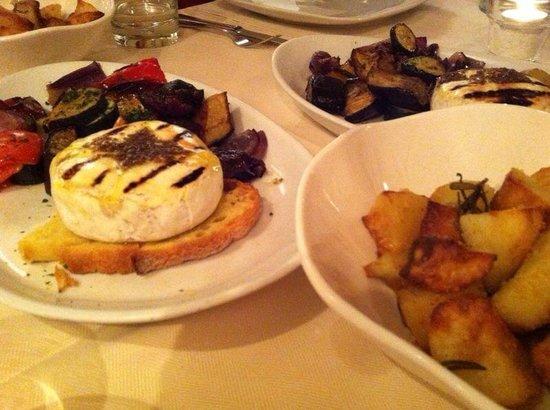 Ristorante Le Ghiaine: овощи гриль с сыром томино, тоже гриль