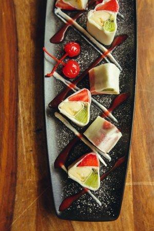 Barberry Club Restaurant: Сладкий ролл с фруктами