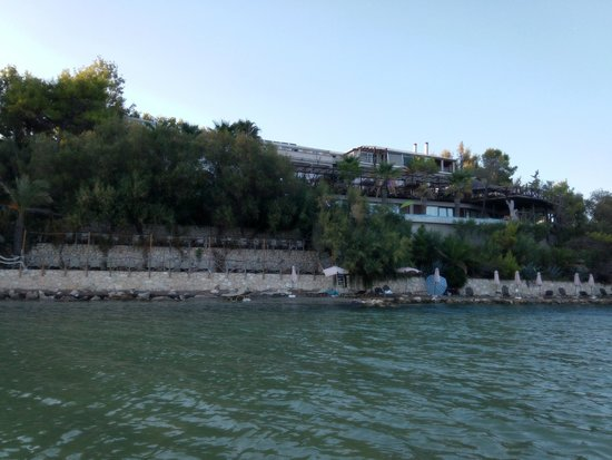 جلوريا ماريس هوتل سويتس آند فيلاز: вид на отель с воды